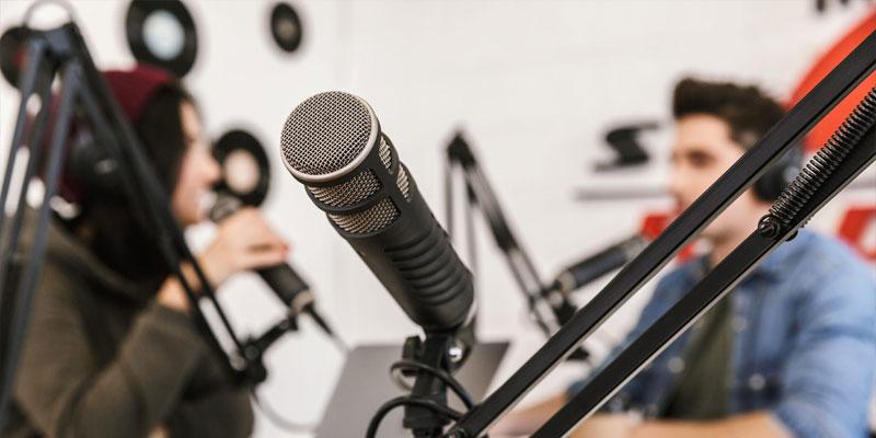 آیا گوش دادن به برنامههای رادیویی برای یادگیری زبان مفید است؟