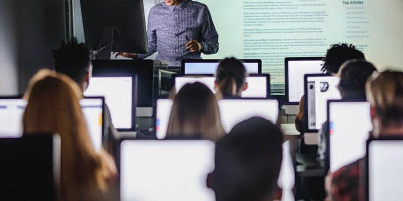 زبان انگلیسی را چگونه بیاموزیم؟ کلاس گروهی یا خصوصی؟